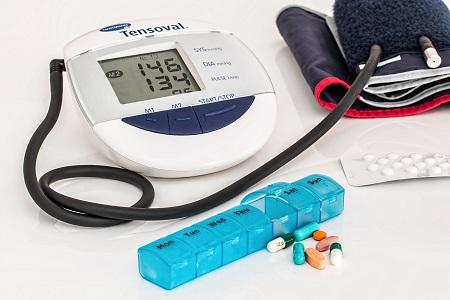 magas vérnyomás kezelése adenomával bojtorján segít a magas vérnyomás