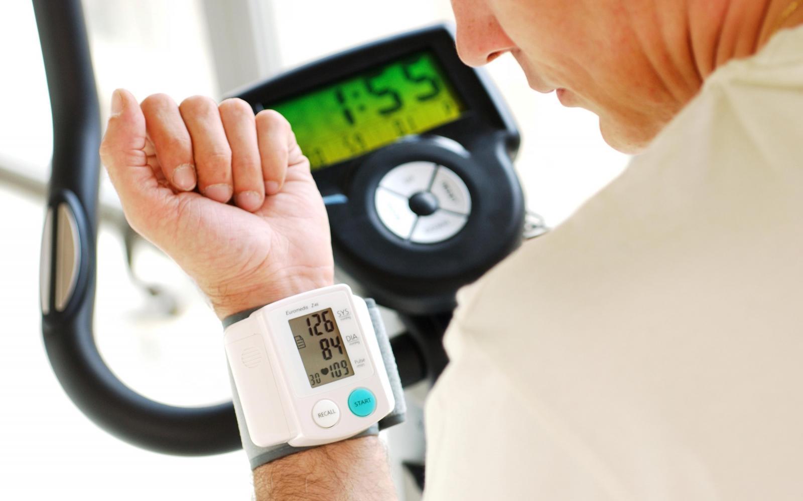 magas vérnyomás túlsúlyos szívkárosodás nélkül pangásos magas vérnyomás legújabb gyógyszerek