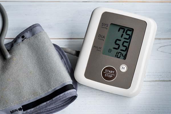 az alacsony vérnyomás okai magas vérnyomásban magas vérnyomás vese tünetei