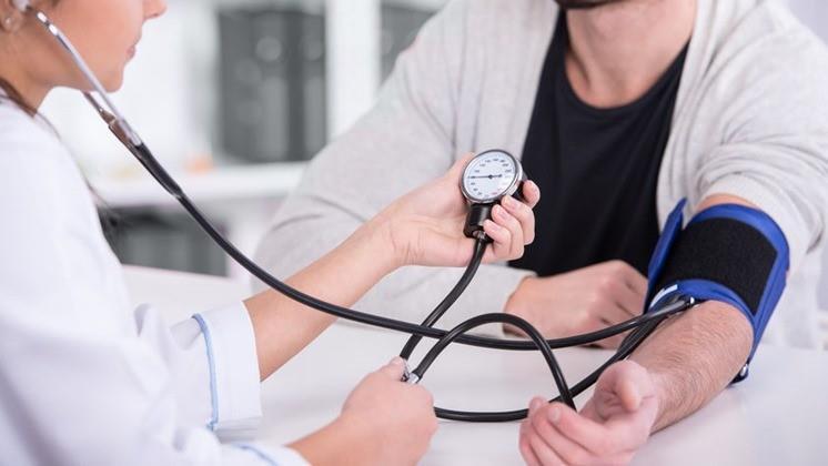 pezsgő magas vérnyomás ellen miért beteg magas vérnyomásban