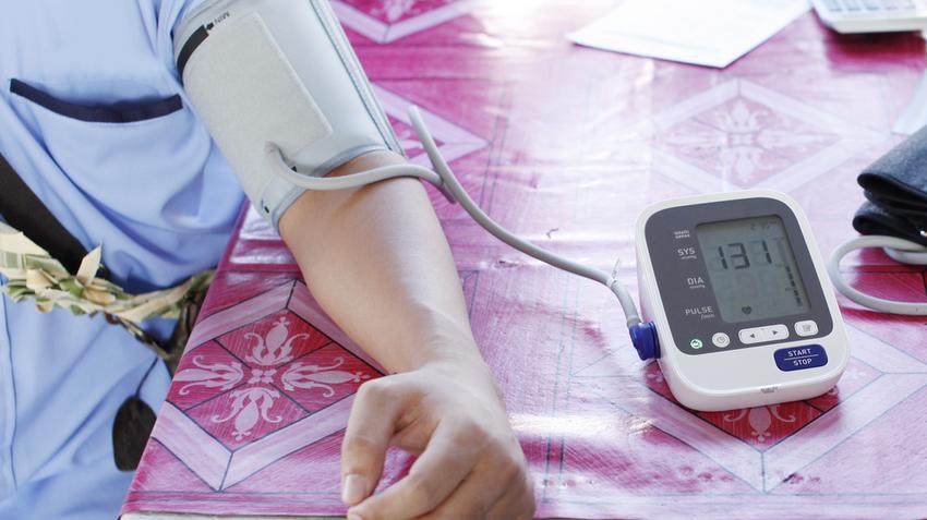 esti hipertónia magas vérnyomásban, nem okoz köhögést
