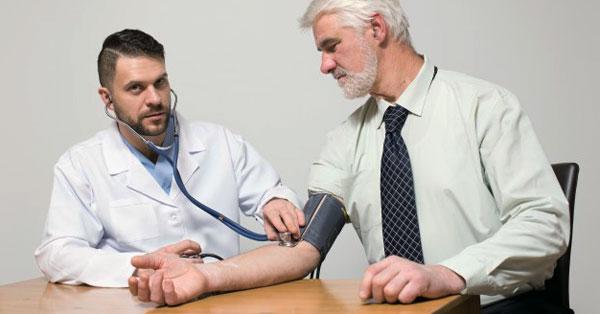 mint veszélyes magas vérnyomás 2 fokú kockázat aki hipertóniás kardiológust vagy terapeutát kezel