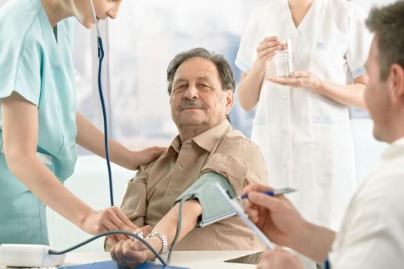 A magas vérnyomásúak nagyobb eséllyel halnak bele a koronavírus-betegségbe