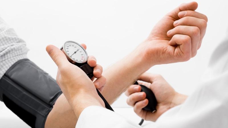 Mágneses térdszalag hatása magas vérnyomásra